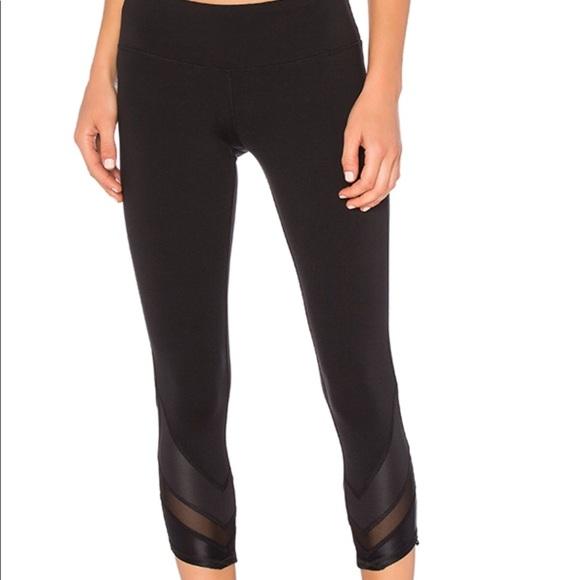 cf0a49a3c6 ALO Yoga Pants - Alo yoga 'Edge Capri' leggings black S with mesh!